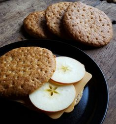 astridkokk – Ekstra grove polarbrød Favorite Recipes, Cookies, Baking, Desserts, Bread Making, Tailgate Desserts, Biscuits, Deserts, Patisserie