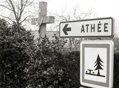 Étonnant : Athée, c'est le nom d'une commune de la Mayenne. Mais, avec la loi NOTRe, pour combien de temps encore ? Dommage.