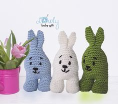 Free Easter Bunny Crochet Pattern by Lovely Baby Gift #freecrochetpattern #eastercrochet #lovelybabygift