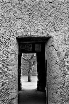 Doorway, Agadez, Niger -- Butabu is the online portfolio of the earthen architecture of Sub-Saharan Africa as photographed by James Morris