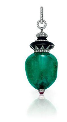 An Art Deco Colombian emerald, diamond and onyx pendant, by Janesich. http://storage.canalblog.com/81/36/119589/106975660_o.jpg