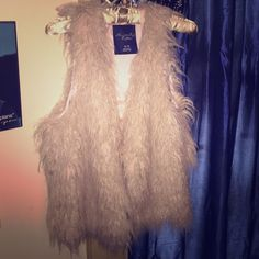 American Eagle Fur Vest Excellent condition! Perfect with a pair of skinny jeans and tall boots. Make a statement ❤️ marked an XL but size doesn't really determine fit, it's pretty uniform. It's best worn bigger for a flowy look American Eagle Outfitters Jackets & Coats