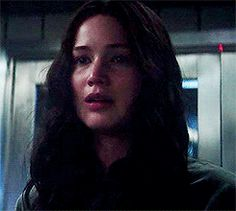 LOOK AT HER SMILE RIGHT BEFORE PEETA STRANGLES HER.