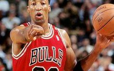 """Scottie Pippen, il """"secondo violino"""" di Michael Jordan nei grandi Chicago Bulls, compie 50 anni L'ex giocatore di basket Scottie Maurice Pippen è nato il 25 settembre 1965 a Hamburg, nell'Arkansas, negli USA. Nei Chicago Bulls ha formato una coppia straordinaria con Michael Jordan. #nba #chicagobulls #houstonrockets"""