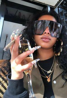 Black Girl Magic, Black Girls, Black Women, Sunglasses For Your Face Shape, Foto Glamour, Flipagram Instagram, Thug Girl, Tumbrl Girls, Stoner Girl