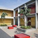Escola e Jardim de Infância DPS / Khosla Associates