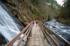 Wahclella Falls Hike - Hiking in Portland, Oregon and Washington. Easy 2-mile hike good for all ages! #hikingvacation