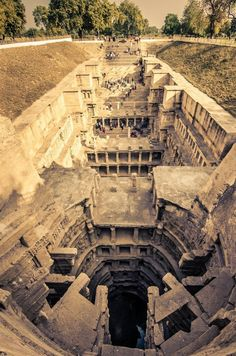 Rani ki Vav (or vav-ki Ran) is a well to store water (vav = stepwell) located in the city of Patan, in Gujarat, India It was built during the reign of the Solanki dynasty Added to the list of UNESCO World Heritage sites on June 2014 - Architecture Architecture Classique, Architecture Antique, Indian Architecture, Business Architecture, Lego Architecture, Amazing Architecture, Architecture Today, Roman Architecture, Abandoned Buildings