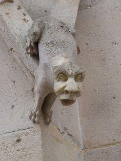 File:Statue du Palais de Justice qui bâille.JPG