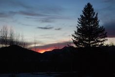 The sunset in my backyard here in Utah [OC] [2896x1444] Sorry for the awkward link. -Please check the website for more pics