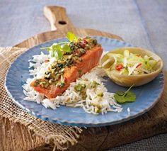 Lachs mit scharfer Haube zu Asia-Gurkensalat