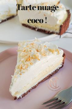 Tarte nuage coco This pie made me travel to the islands! I nicknamed it the coconut pie but after ta Dessert For Two, Desserts For A Crowd, Easy Desserts, Sweet Recipes, Cake Recipes, Dessert Recipes, Kolaci I Torte, Food Cakes, Food And Drink