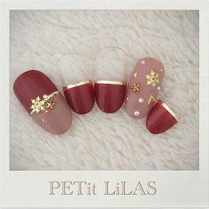 ホワイトクリスマスは指先から。雪の結晶ネイルでデートをもっと盛り上げて♡ MERY [メリー] Pretty Nail Designs, Winter Nail Designs, Winter Nail Art, Christmas Nail Designs, Christmas Nail Art, Winter Nails, Xmas Nails, Holiday Nails, Red Nails
