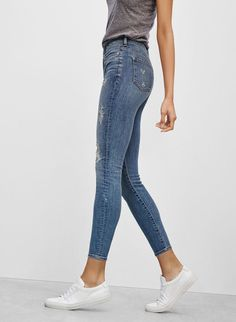 Bringing the chic back with cropped jeans cropped jeans high rise skinny crop hvmxsso Casual Outfits, Summer Outfits, Cute Outfits, Fashion Outfits, Womens Fashion, Fashion Weeks, Looks Pinterest, Look Jean, Mode Jeans