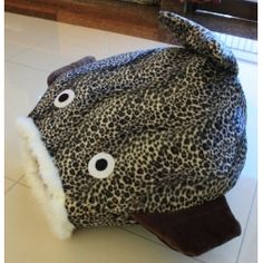 Rumah kucing berbentuk ikan,terbuat dari bahan bludru pilihan :) Info Pemesanan : T :  (022) 723-7626  Y! Messenger : woozpro@yahoo.co.id EMail : woozpro@yahoo.co.id FB : Wooz Stuff, Twitter : @woozstuff BBM : 2a750c6c