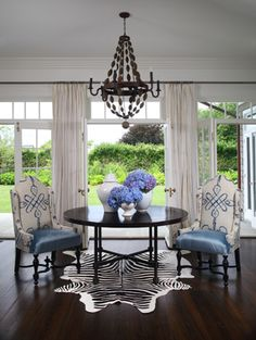 Creates a lovely flow of this dining room