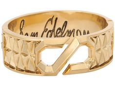 Am a sucker for gold. If u know me too well, u will not give me a silver jewelry as a gift. That's a hint to all my friends. The fact is, gold goes with everything just like the colour black. I love this Sam Edelman cuff and I wear it everywhere. It makes a bold statement even if you are a preppy