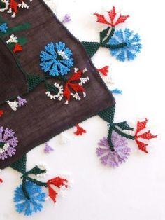 ブルサ:イズニック|アンティークオヤスカーフ|イーネオヤ:ボルドー Needle Lace, Needle And Thread, Point Lace, Textile Jewelry, Lace Flowers, Knitted Shawls, Bead Crochet, Knitting Socks, Needlepoint