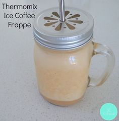 If you are a coffee addict love your coffee as much as me, then this Thermomix Iced Coffee Frappe recipe is for you! I've been making these Iced Coffee Frappes at home now for the past Chocolate Chip Frappe, Mocha Chocolate, Iced Mocha, Iced Latte, Kfc Chicken Recipe, Frappe Recipe, Iced Coffee Drinks, How To Make Ice Coffee, Kitchens