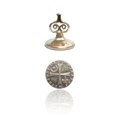 Matthew Clairmont Seal Pendant from cadsawan. Inspired by Deborah Harkness' A Discovery of Witches / All Souls Trilogy Book Of Life, The Book, Deborah Harkness, Witch Series, A Discovery Of Witches, All Souls, Magical Jewelry, Witch Aesthetic, Life Pictures