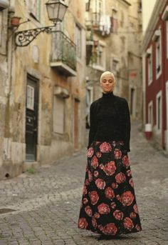Mariza - nas ruas do Portugal - Fado Singer Portugal, Music Store, Working Area, Lisbon, Style Me, Inspiring People, Singers, Personality, Nostalgia