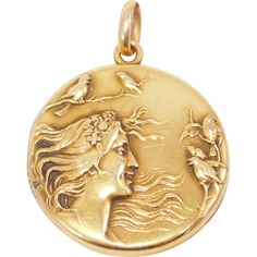 Ornate Art Nouveau 10K Gold Repousse Locket C. 1910