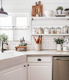 kitchen decor farmhouse modern contemporary decor design - Home Decorations Kitchen Dining, Kitchen Decor, Kitchen Modern, Kitchen Ideas, Kitchen Shelves, Floating Shelves In Kitchen, Minimal Kitchen, Cozy Kitchen, Kitchen White