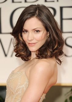 Medium wavy bob hair style for women - Katharine McPhee hairstyle