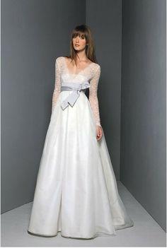 Vintage Wedding Dress with Elegant Bowknot Sash.  http://www.weddingcountdown.ca/destination-wedding/26-vintage-wedding-dress-with-elegant-bowknot-sash.html