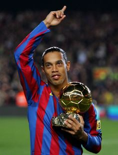 Ex- Brazillian and FC Barcelona star- Ronaldinho. Former Brazil and FC Barcelona midfielder Ronaldinho, real name- Ronaldo de Assi. Football Players Images, Best Football Players, Good Soccer Players, Football Soccer, Soccer Sports, Football Drills, Football Icon, Football Is Life, Ballon D'or
