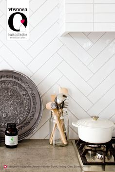 23 Neat Clutter-Free Kitchen Countertop Ideas to Keep Your Kitchen in Tip-top Shape - The Trending House Kitchen Colors, Kitchen Backsplash, Kitchen Countertops, Backsplash Ideas, Kitchen Interior, New Kitchen, Kitchen Dining, Interior Design Advice, Interior Inspiration