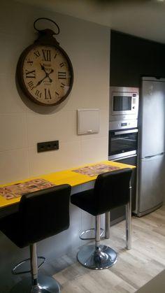Mi nueva cocina en sestao. Es otro rinconcito más donde se puede desayunar, comer y trabajar con el portátil...
