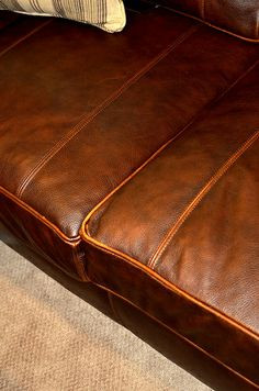 Leather Couches, Check, How To Wear, Things To Sell, Home Decor, Homemade Home Decor, Decoration Home, Leather Sofas, Room Decor
