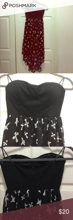 Forever21 Strapless Dress This gorgeous dress is like new, Strapless bustier top with silicone lining to keep in place, zip back, asymmetrical sheer bottom shorter in front and longer in back, smoke free home Forever 21 Dresses Strapless