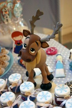 "Cute polymer clay reindeer from ""Frozen"" Cute Polymer Clay, Cute Clay, Polymer Clay Projects, Polymer Clay Creations, Fondant Figures, Frozen Themed Birthday Party, Birthday Parties, Fondant Animals, Clay Animals"