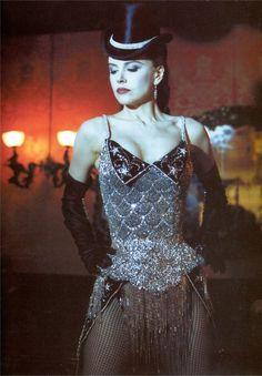 Une équipe entièrement à l'image du Moulin Rouge vous servira lors de la prochaine Insomnia. Rendez-vous le 20 juin au FUSE. #TeamCabaret #MoulinRouge #Insomnia