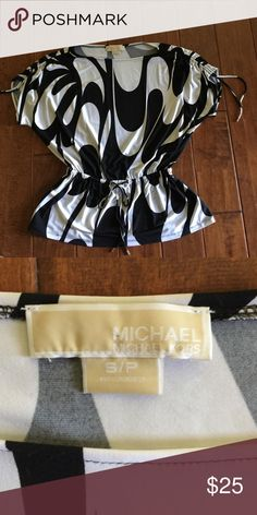Michael Kors blouse 🌟 Michael Kors blouse .. EUC .. only used a couple times .. just haven't worn again☹️ .. ready for a new casa(home)...😉... MICHAEL Michael Kors Tops Blouses