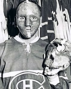 The Godmother of Goth: 40 Vintage Photos That Show the Classic Goth Look of Siouxsie Sioux From British Punk Vintage Photographs, Vintage Photos, Bobby Hull, Hockey Hall Of Fame, British Punk, Goalie Mask, Goth Look, Toronto Maple Leafs, New York Rangers