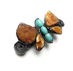 GIFT. Hair clip (barrette). Butterfly amber with howlite paunchy // PREZENT. Spinka do włosów. Motyl bursztynowy z howlitowym brzuszkiem