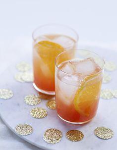 Recette Spritz à la clémentine : Mélangez le jus de clémentine au Campari.Répartissez dans 4 verres. Ajoutez ½ rondelle de clémentine et quelques…