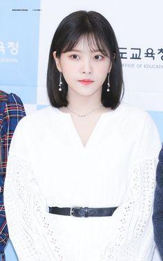 𝓹𝓲𝓷𝓽𝓮𝓻𝓮𝓼𝓽; 𝘩𝘰𝘯𝘦𝘺𝘫𝘦𝘰𝘯𝘨𝘪𝘯 Medium Short Hair, Short Hair Cuts, Medium Hair Styles, Short Hair Styles, Seulgi, Irene, Korean Short Hair, Red Valvet, Pretty Korean Girls