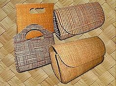 Bolsas são feitas de palha de carnaúba, buriti, entre outras - They're made ​​of carnauba straw, buriti, among other