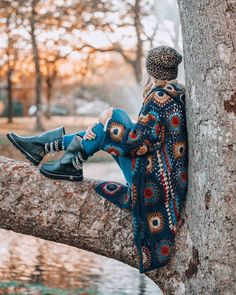 The cutest boho winter boots to keep you warm this season The Cutest Boho Boots to Get You Through Winter Boho (Visited 2 times, 1 visits today) Boho Hippie, Boho Gypsy, Hippie Style, Modern Hippie, Boho Winter, Winter Boots, Boho Fashion Winter, Hippie Fashion, Outfit Winter
