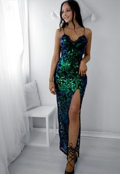 Open a boutique to sell your own designs. Formal Prom, Formal Gowns, Formal Wear, Mermaid Sequin Dress, Gold Gown, Prom Outfits, Black Prom Dresses, Beautiful Gowns, Beautiful Eyes
