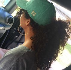 Natural curly hair in a ponytail.