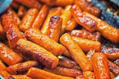 Single-Handed Roasted Carrots With Tahini-Yogurt Sauce, Pomegranate, and Mint Vegetable Dishes, Vegetable Recipes, Amazing Vegetarian Recipes, Vegan Vegetarian, Chocolate Avocado Smoothie, Carrots Side Dish, Three Ingredient Recipes, Honey Roasted Carrots, Yogurt Sauce