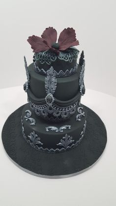 A little bit goth - Cake by Tascha's Cakes