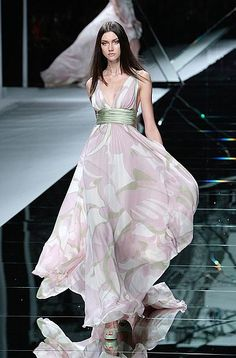 If you are feeling glum from all of the gray we saw on the catwalk, the impending financial doom, our imperiled ecosystem or are just plain out of sorts we Elie Saab Couture, Haute Couture Dresses, 50 Fashion, Look Fashion, Celebrity Dresses, Celebrity Style, Online Dress Shopping, Shopping Sites, Elie Saab Fall