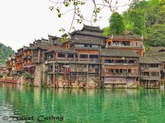 Unavoidable Fenghuang (凤凰) in Hunan (湖南) province is one of the most famous and the most picturesque ancient towns of China. Everyone has already seen magical pictures of Fenghuang's houses ...
