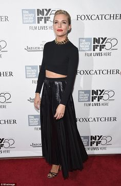 A classic look: Sienna donned a ruby red slick of lipstick, amplifying her glamorous look Sienna Miller, Belly Button Smell, Toned Tummy, Jenna Dewan, Old Actress, Celebs, Celebrities, Classic Looks, Lace Skirt